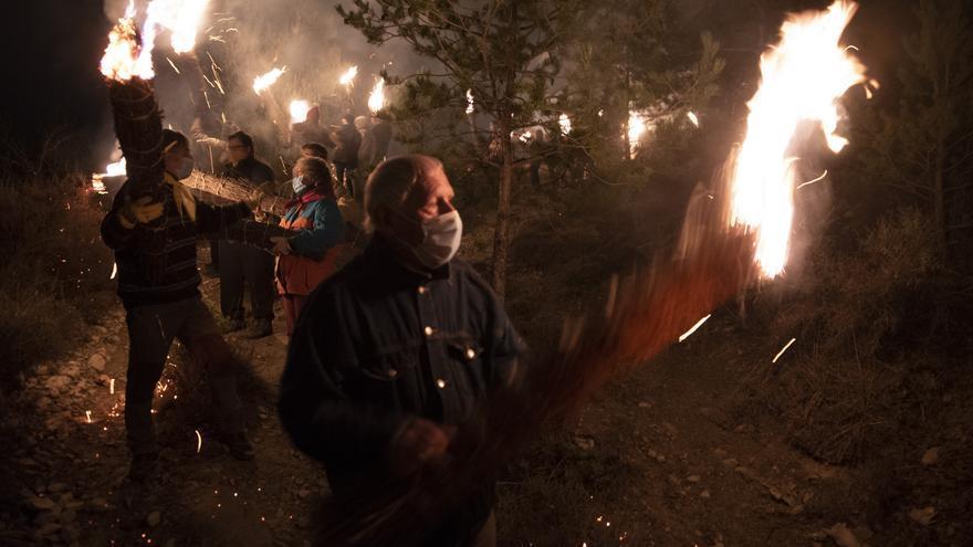El Berguedà reuneix els protagonistes i experts de les festes del foc dels solsticis