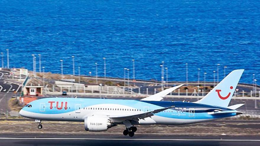 """Canarias está ante una semana """"clave"""" para su apertura al turismo británico"""