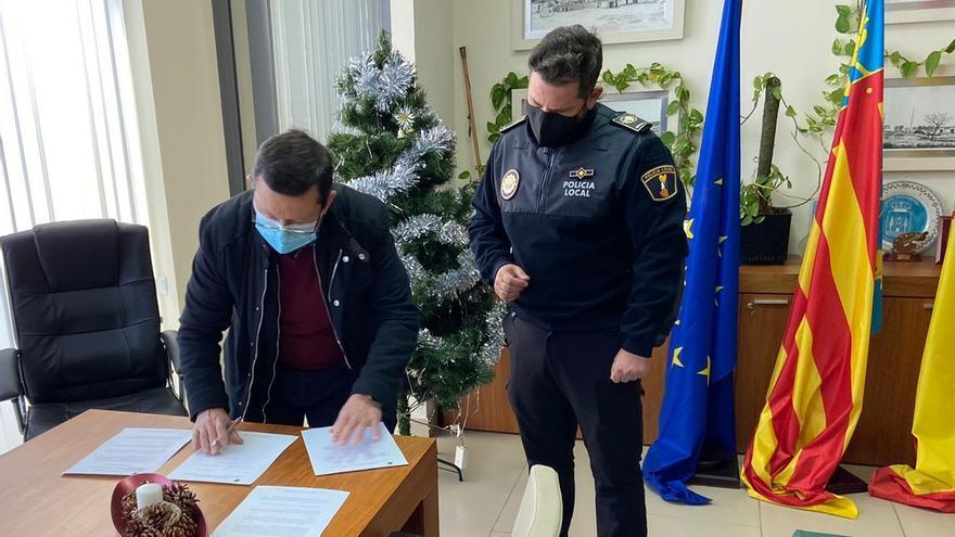 El alcalde promete un servicio 24 horas de Policía Local en San Miguel en la toma de posesión del nuevo oficial jefe