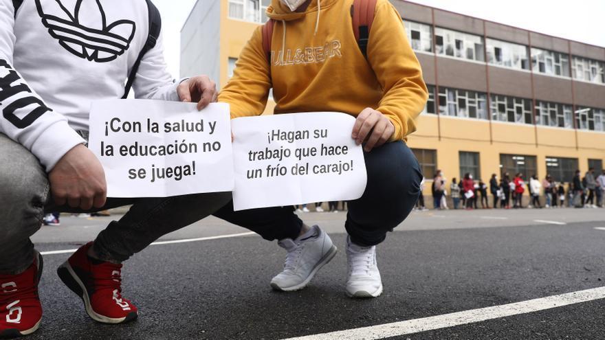 Los estudiantes del IES de Pola de Laviana protestan por el frío en las aulas