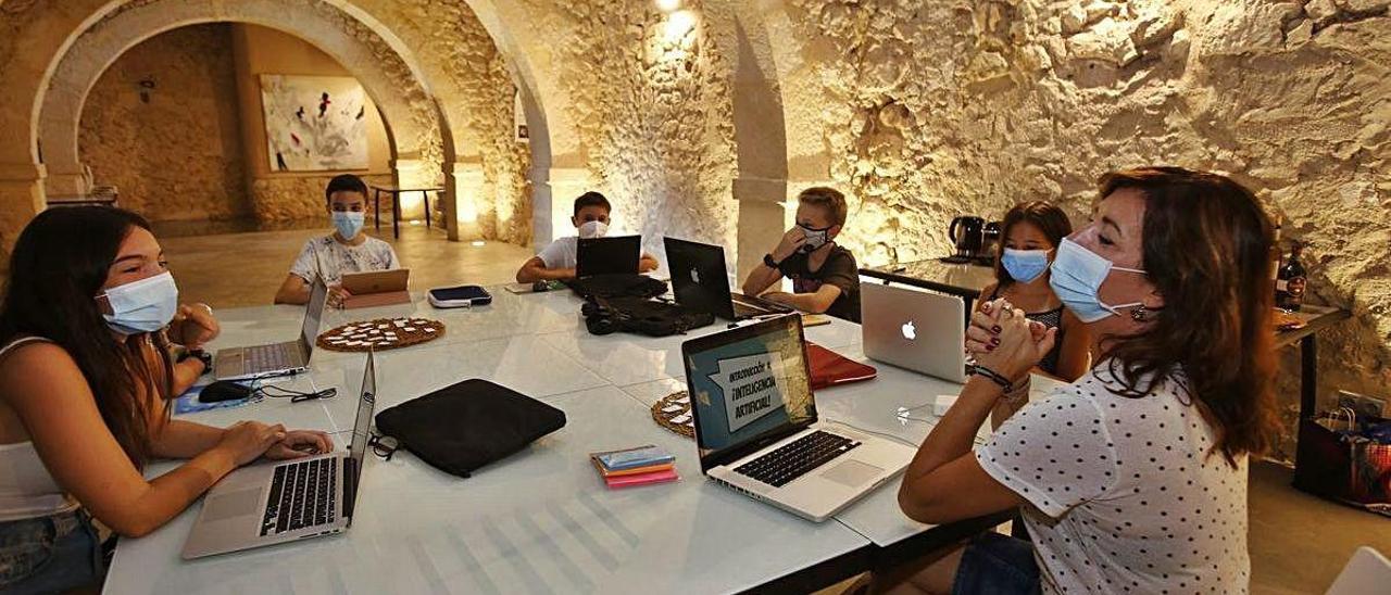 Los alumnos, durante el taller en el espacio de Torre Juana.