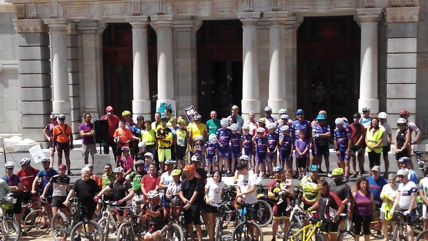 Concentración ciclista en Cartagena por carriles seguros
