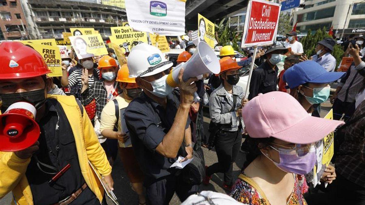 Muere la birmana herida de un disparo en la cabeza en una protesta