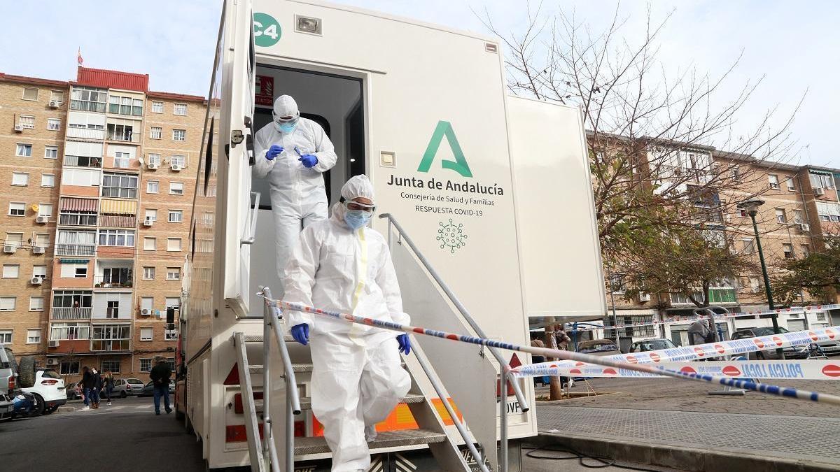 Andalucía supera las 8.000 muertes por covid tras sumar 69 este viernes y registra 2.293 casos