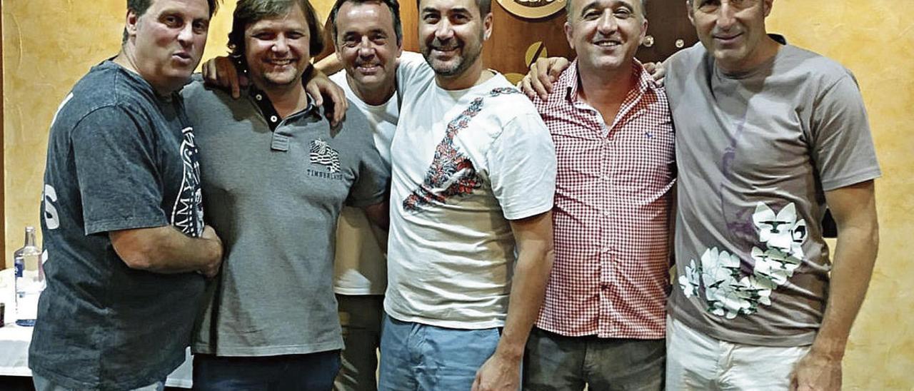 Por la izquierda, Bodelón, Rogelio, Iván Iglesias, Raúl, Juanele y Tomás, en una reunión reciente.