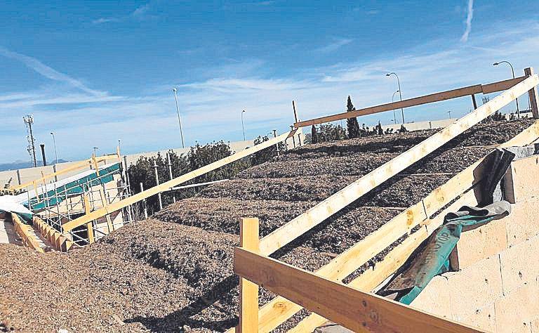 La posidonia se estrena en los tejados de Palma