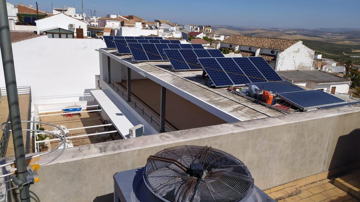 Paneles solares en Montemayor.