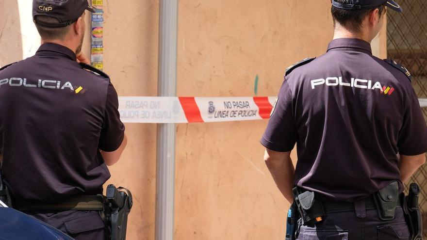 Investigan el apuñalamiento de una menor a su padre en Alicante para evitar que estrangulara a su madre
