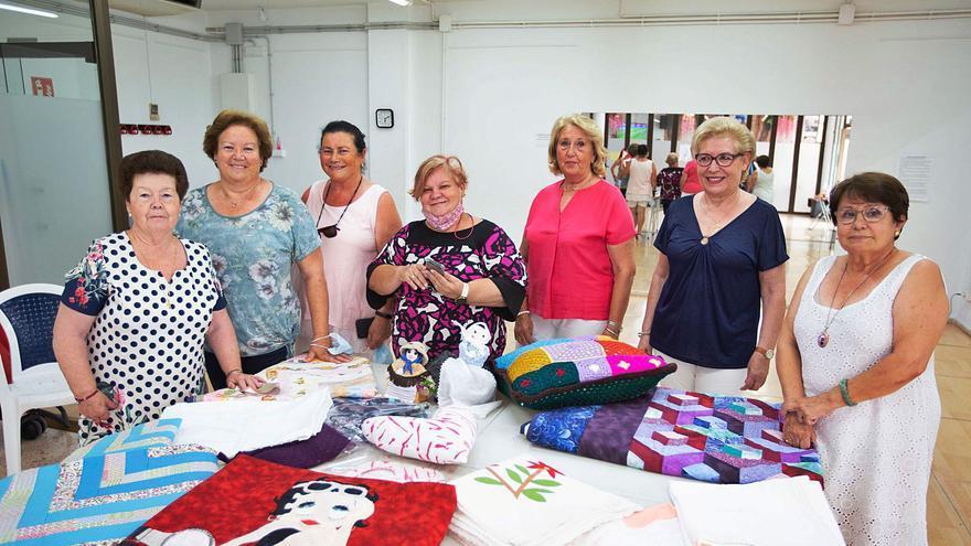 Mujeres de Ibiza que cosen para ayudar