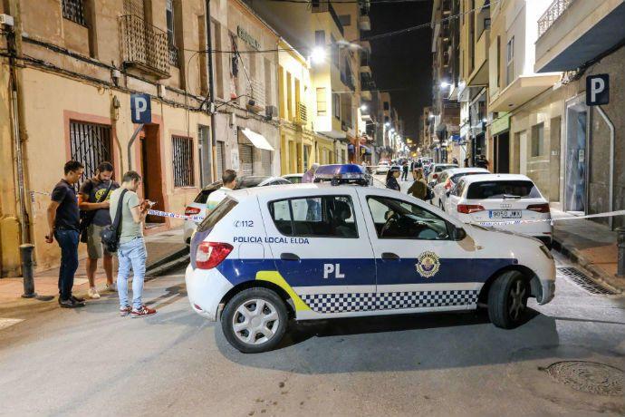 Dos hombres encapuchados sorprendieron a las víctimas cuando salían de su vivienda, ubicada en el centro