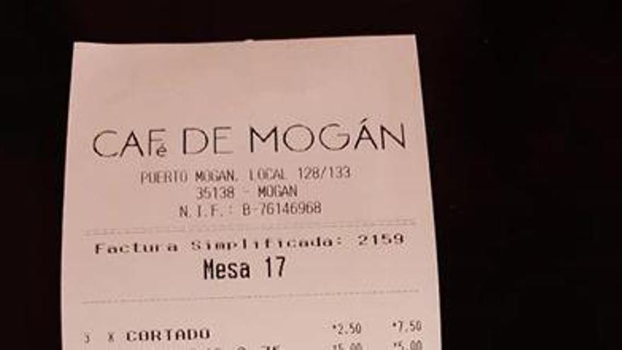"""La """"clavada"""" viral en un restaurante de Gran Canaria a un cliente"""