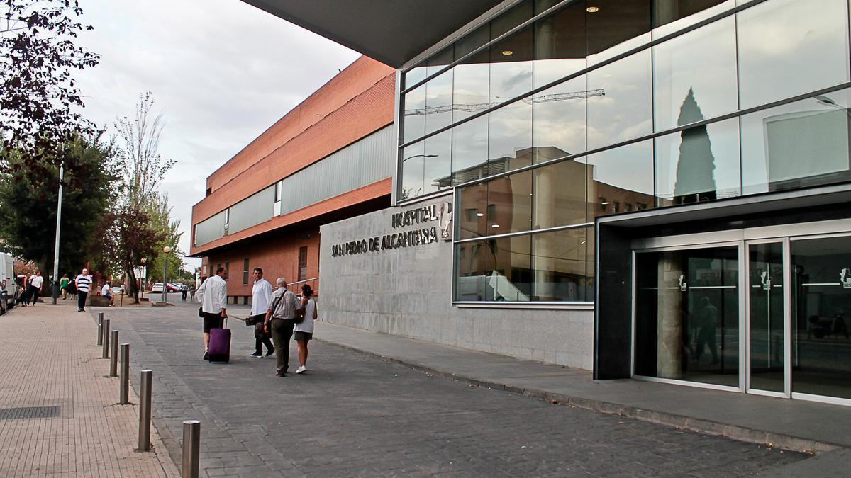 Una imagen de archivo del hospital San Pedro de Alcántara, donde será la concentración.