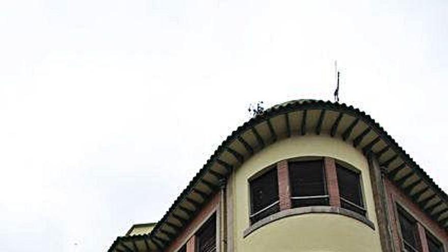 """El """"banco malo"""" acomete la reparación del tejado del geriátrico de Rivero"""