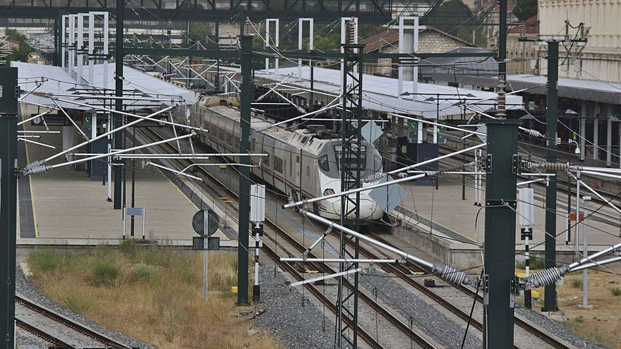 Renfe descarta el regreso a Zamora del tren madrugador por falta de demanda