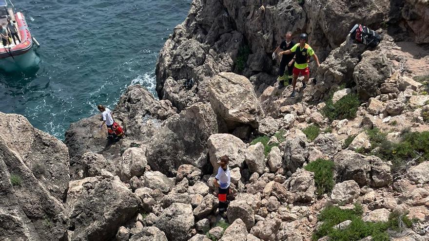 Un joven de 17 años, herido al caer desde una altura de tres metros en Ibiza