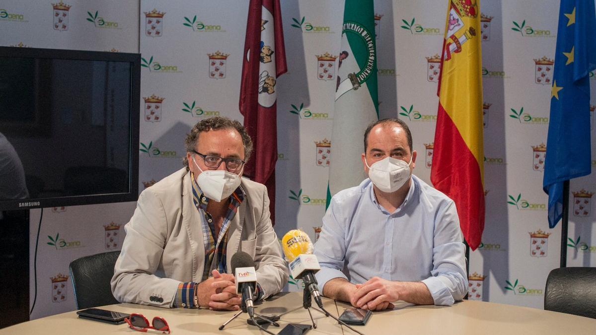Ramón Martín y José Gómez, durante la rueda de prensa en el ayuntamiento de Baena.