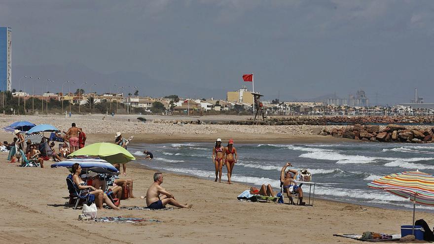 Una microalga causó la mancha que obligó a cerrar tres playas