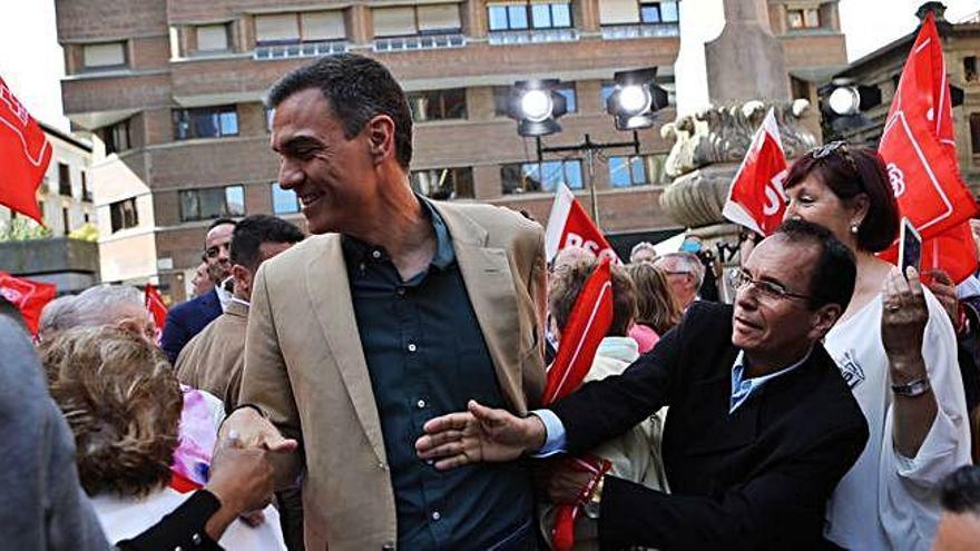 Sánchez ironitza sobre les dretes: «Estan competint a 'Supervivientes'»