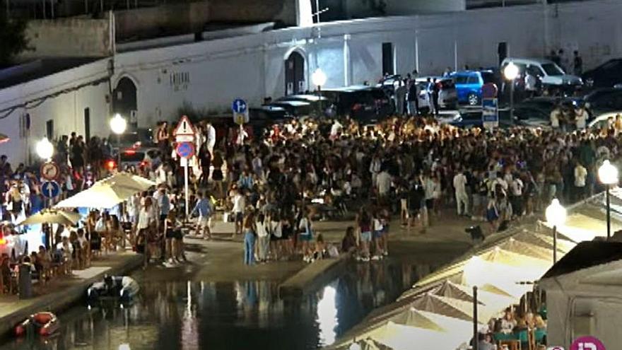 Sant Joan en Ciutadella, segunda noche de botellón y aglomeraciones