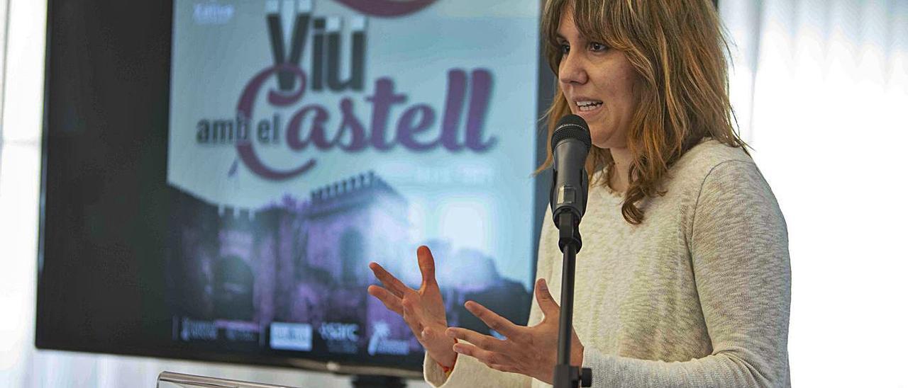 La regidora Raquel Caballero, ayer en la presentación de las novedades del Castell. | PERALES IBORRA