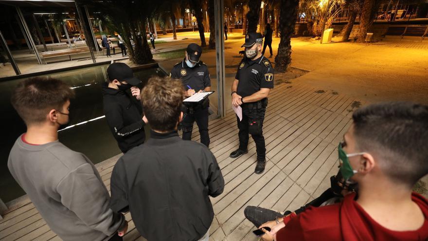 Elche duplica el refuerzo policial para que se cumpla el toque de queda