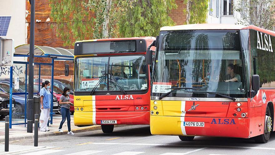 El transporte público de Ibiza funciona todavía a la mitad de su capacidad