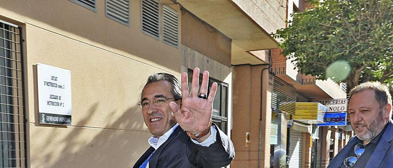 Torró y su abogado, en una de las declaraciones judiciales por el Caso Tele7.