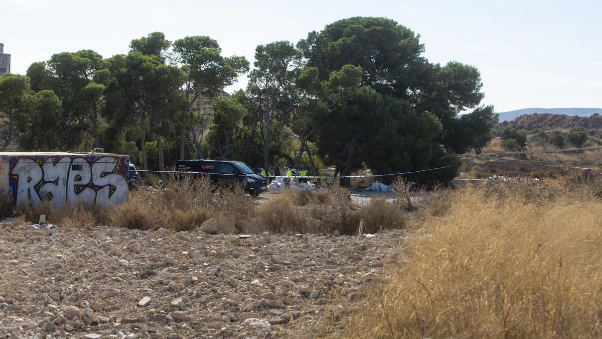 Aparece el cadáver de un hombre en descomposición en una escombrera de Rabasa en Alicante