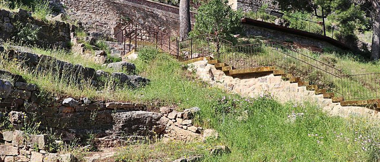 La escalera, mejorada tras las obras. | LEVANTE-EMV