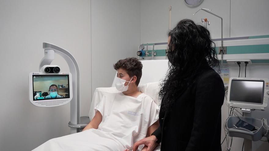 L'Hospital de Berga estrena un robot per fer visites a distància
