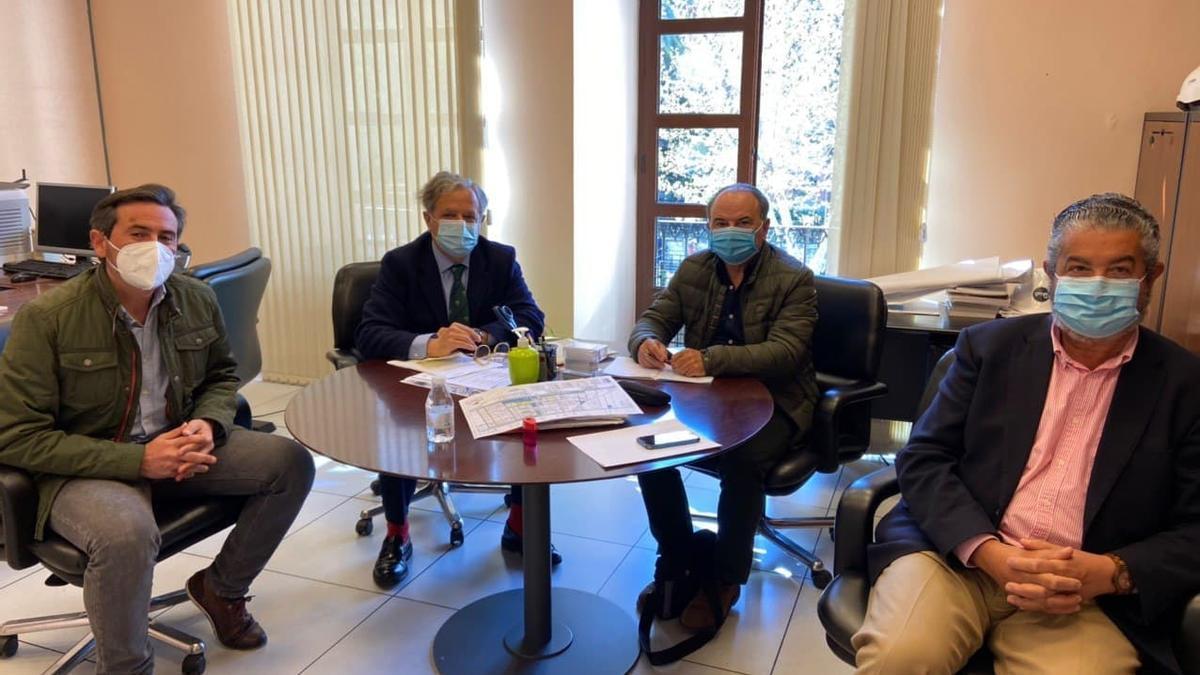 Reunión entre Salvador Fuentes y el consejo rector de la Entidad Urbanística de Conservación de Las Jaras.