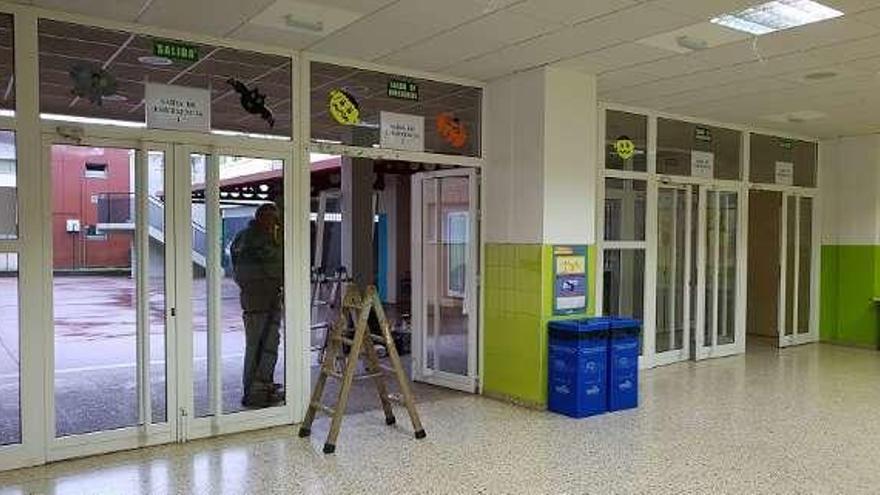 El colegio Otero Valcárcel estrenará el lunes nuevas puertas con salida de emergencias