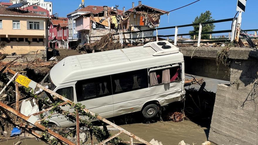 Ascienden a 70 los muertos en las inundaciones en Turquía