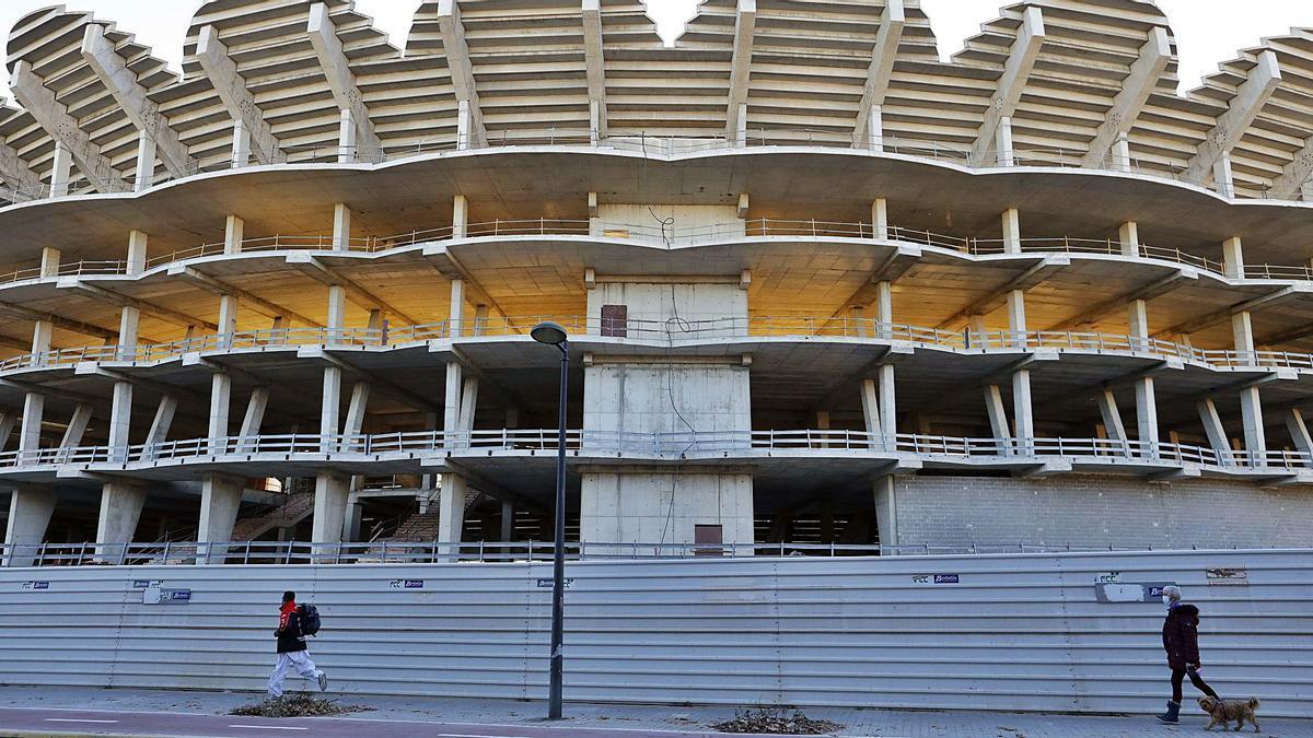 Detalle de una de las fachadas del estadio inacabado del Valencia CF. | M.A.MONTESINOS