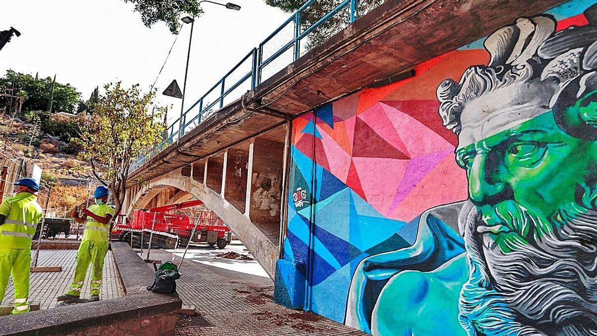 Amplían el cerramiento de los bajos del puente de San Andrés   MARÍA PISACA