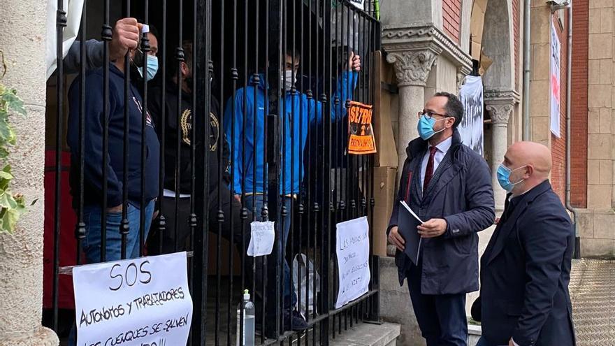 Vox muestra su respaldo a los comerciantes y hosteleros encerrados