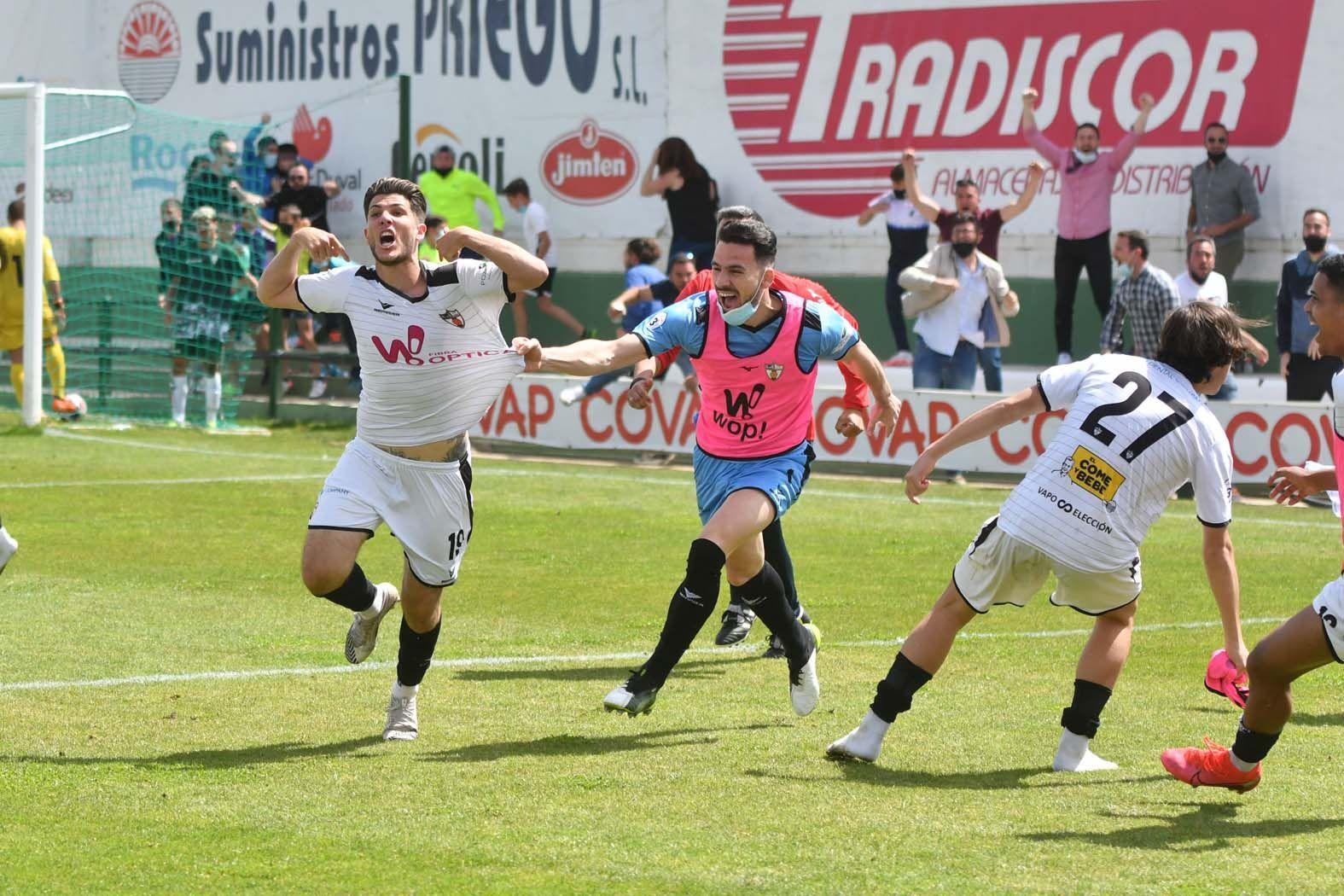 El triunfo del Pozobblanco ante el Córdoba B, en imágenes