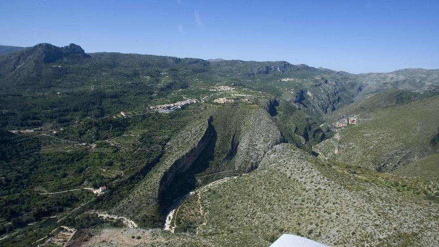 Buscan a un senderista asturiano desaparecido desde hace cinco días en un barranco de Alicante