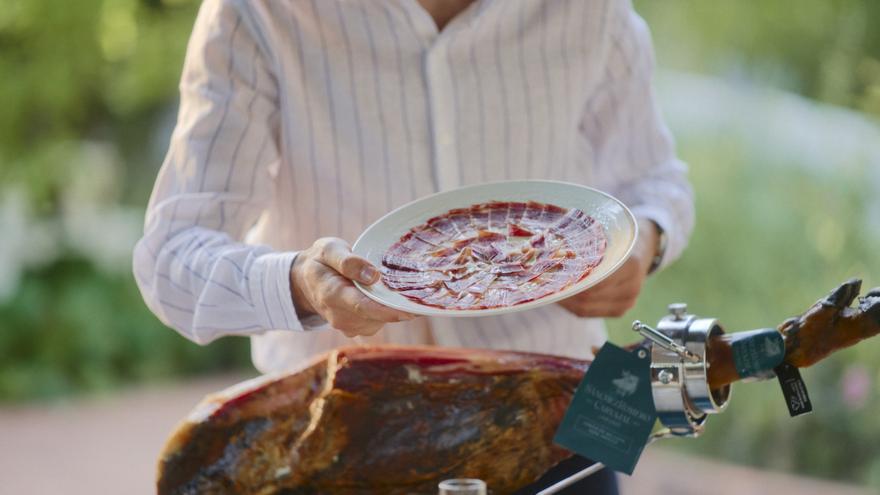 ¿Cómo colocar el jamón en el jamonero?