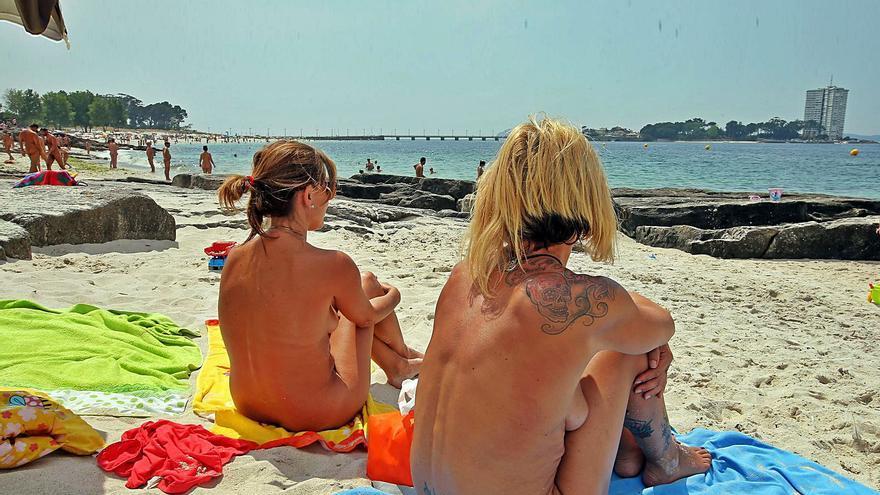 La playa libre: al sol y sin bañador