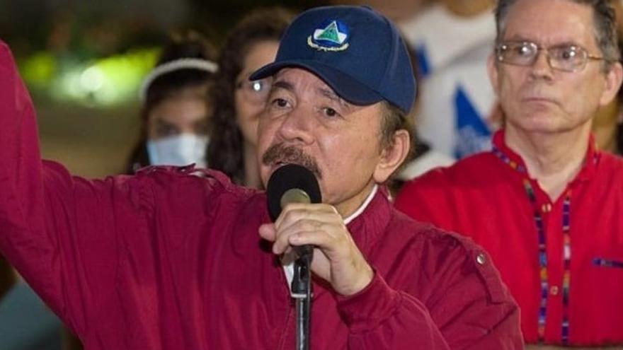 La policía de Nicaragua allana la casa de un periodista y lo acusa de tener drogas