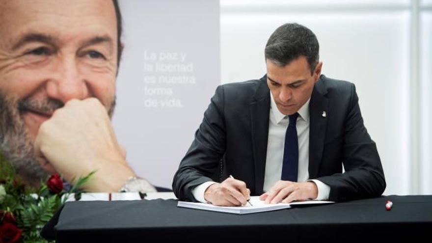 """Sánchez: """"Encarnas lo que el PSOE ha representado y representa para nuestro país"""""""