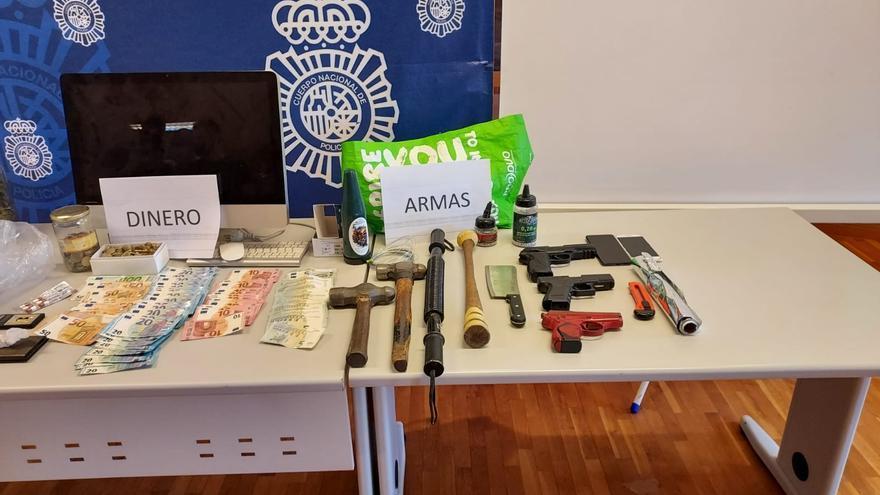 """La Policía Nacional desmantela un """"narcopiso"""" en Elche en el que había cocaína, marihuana y pistolas"""