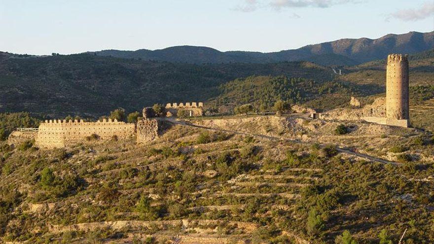 Castillo de Almonecir (Vall de Almonacid) .jpeg