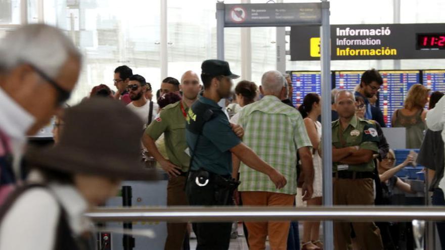 Vaga indefinida dels vigilants dels controls de seguretat de l'aeroport del Prat