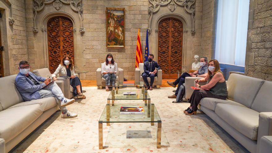 Aragonès es reuneix amb la Federació de Municipis per abordar la situació política de Catalunya