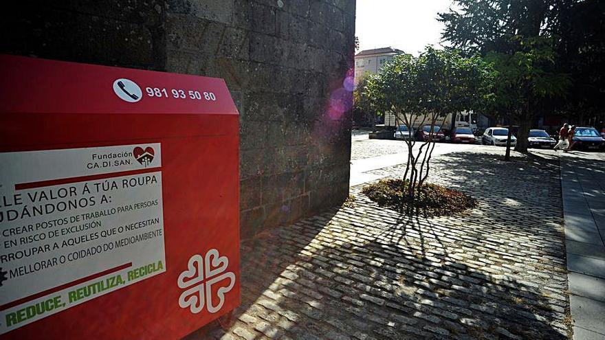 El reciclado de ropa usada en contenedores de Cáritas baja un 10% en 2020