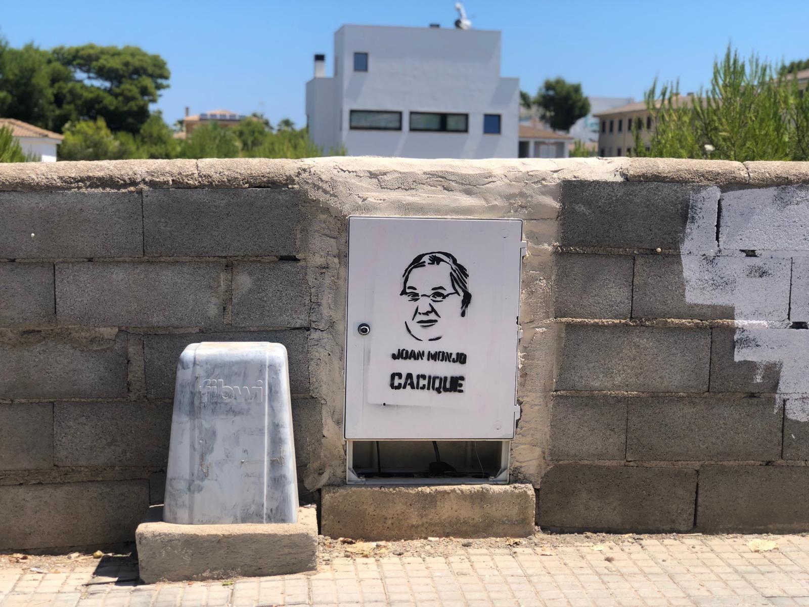 """Aparecen pintadas en Santa Margalida que acusan al alcalde Monjo de """"cacique"""""""