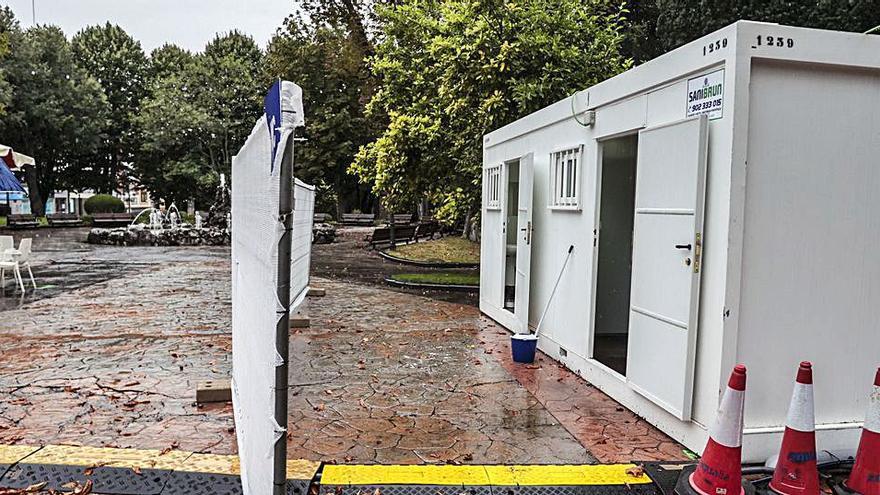 Usuarios denuncian la falta de baños adaptados en las zonas de las casetas