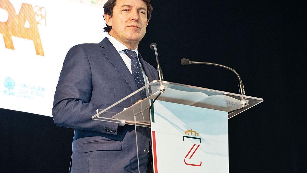 El presidente de la Junta, Fernández Mañueco, durante su intervención en el Ramos Carrión.